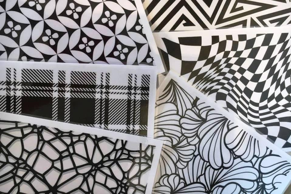 activit s montessori pour b b noir et blanc enfance. Black Bedroom Furniture Sets. Home Design Ideas