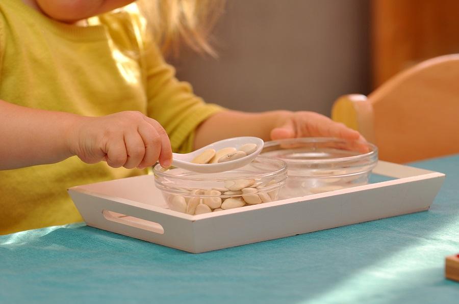L'essentiel pour créer des activités de vie pratique Montessori « correctes » et qui ont du sens