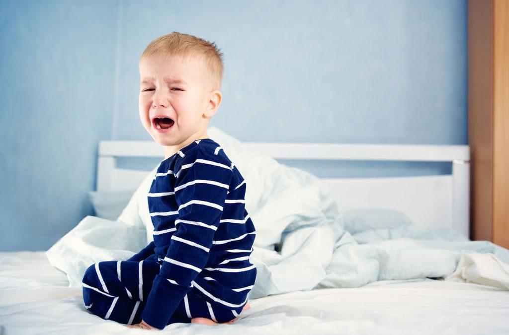 Pourquoi les enfants se réveillent-ils la nuit?