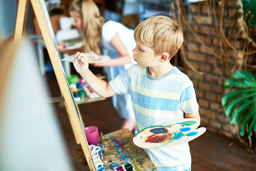 Art et Montessori : créer une étagère créative